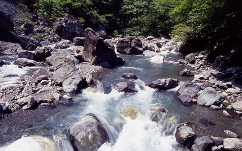 青海川ヒスイ峡