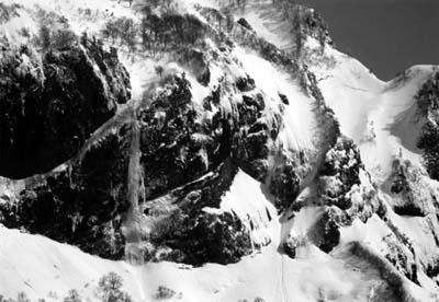 中央やや左の氷柱がカネツコロ