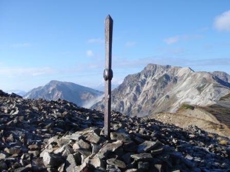 鉄剣が祀られている小蓮華山頂