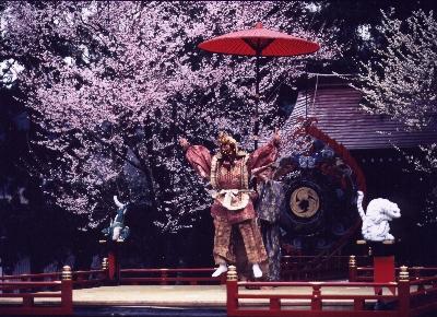 舞楽の最後を飾る陵王(りょうおう)